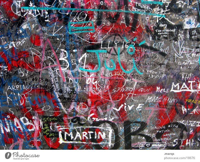 Martin Farbfoto mehrfarbig abstrakt Lifestyle Stil Design Kunst Kultur Jugendkultur Subkultur Stadt Mauer Wand Metall Schriftzeichen Hinweisschild Warnschild