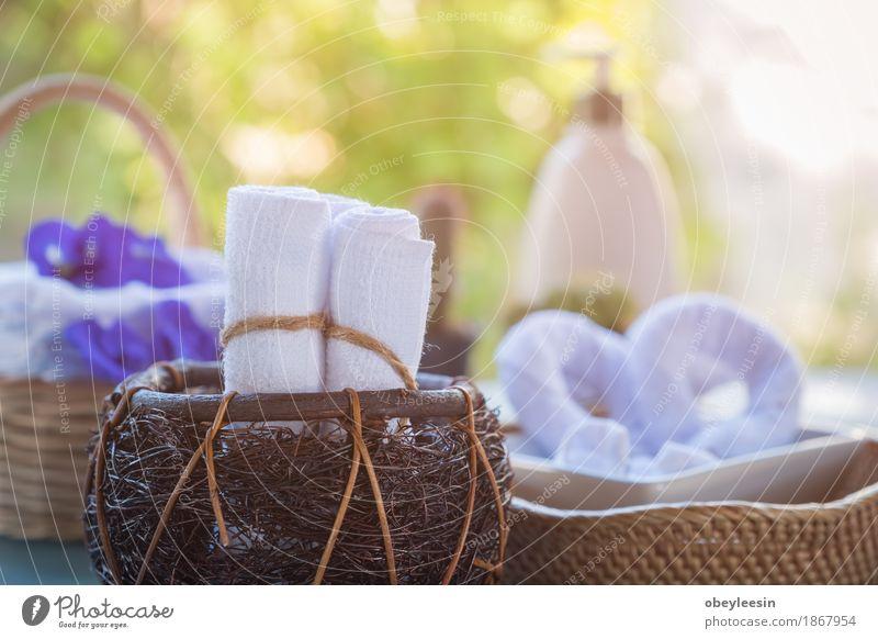 Aufgerollte weiße Badetücher Natur Freude Lifestyle Stil Kunst Glück Abenteuer Künstler Spa