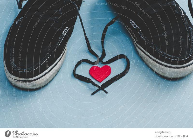Liebe mit Schnürsenkeln auf Schuhen Freude Lifestyle Stil Kunst Glück Design Abenteuer Künstler