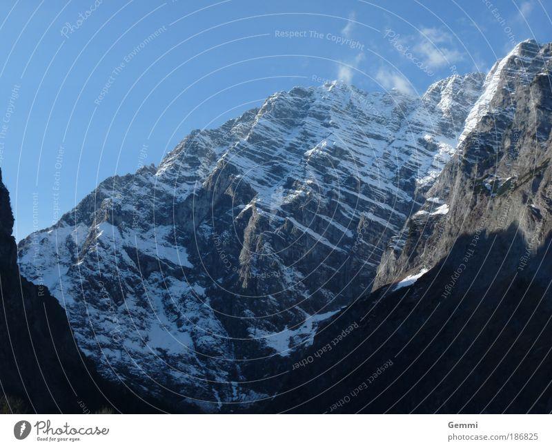 Der Berg Himmel Natur weiß blau Ferien & Urlaub & Reisen Winter kalt Herbst Berge u. Gebirge Landschaft Umwelt Kraft Freizeit & Hobby Felsen Alpen Klettern