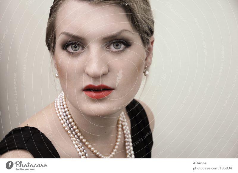 Madame Mensch Haut Kopf Haare & Frisuren Gesicht Auge Ohr Nase Mund Lippen 1 18-30 Jahre Jugendliche Erwachsene schön Farbfoto Innenaufnahme Blick