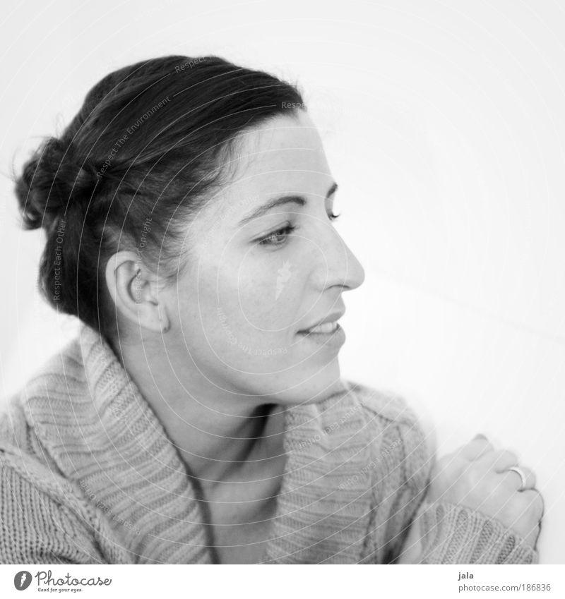 ... Mensch feminin Frau Erwachsene Kopf Haare & Frisuren Gesicht 1 30-45 Jahre Pullover langhaarig Zopf beobachten Denken Lächeln Blick hell Wärme weich weiß