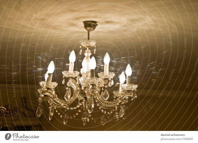 die Lampe an Lampe Glas elegant Wandel & Veränderung Häusliches Leben Reichtum Kristalle reich festlich Leuchter sparsam Kronleuchter