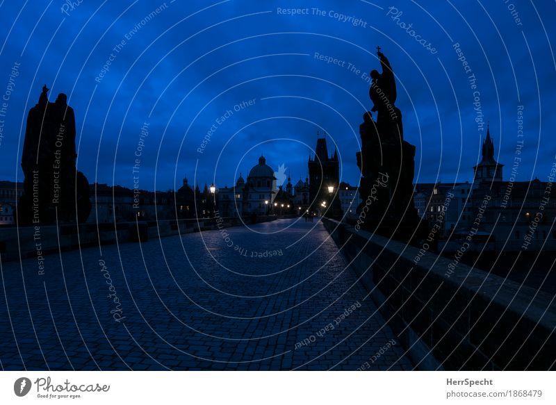 Grauen des Morgens Ferien & Urlaub & Reisen Tourismus Städtereise Skulptur Prag Altstadt Skyline Brücke Gebäude Sehenswürdigkeit Wahrzeichen Karlsbrücke Stein