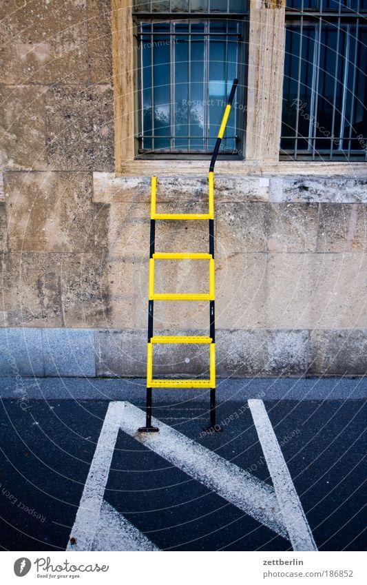 Leiter Haus Fenster Schilder & Markierungen Fassade Sicherheit Leiter Parkplatz Krimineller Dieb Gitter Einbruch Sicherheitsdienst Kriminalität Notausgang