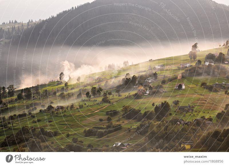 Alpendorf in Bergen. Rauch, Feuer und Dunst Ferien & Urlaub & Reisen Tourismus Ausflug Abenteuer Ferne Freiheit Berge u. Gebirge wandern Haus Umwelt Natur