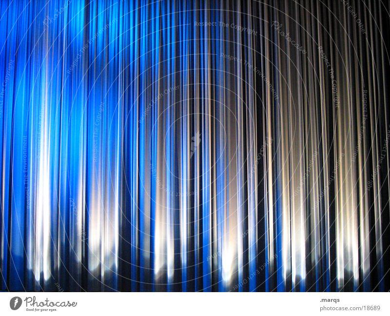 4:3 Vorhang blau weiß Freude ruhig Ferne dunkel Gefühle Beleuchtung Stimmung Tanzen geschlossen groß Aktion Elektrizität Schnur Show