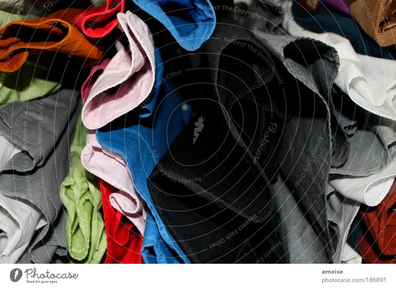 Bunt- vs. Schwarz-Weiß Wäsche blau grün weiß rot schwarz grau Stil rosa Design Bekleidung Stoff Hemd Duft Anzug chaotisch Möbel