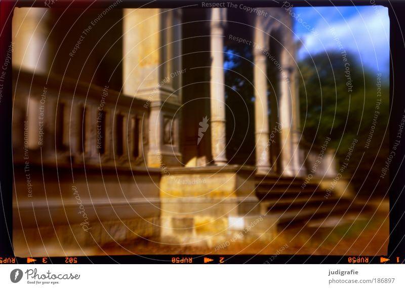 Traum   Haus alt Haus Garten träumen Gebäude Architektur Treppe Häusliches Leben analog Burg oder Schloss Reichtum Vergangenheit Bauwerk historisch Säule Sehenswürdigkeit