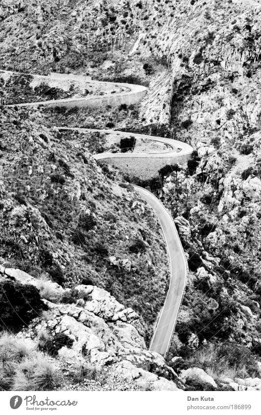 Hoch oder runter? Natur Sommer Ferien & Urlaub & Reisen Einsamkeit Ferne Berge u. Gebirge Felsen Erde Ausflug gefährlich bedrohlich Hügel viele Kurve aufwärts