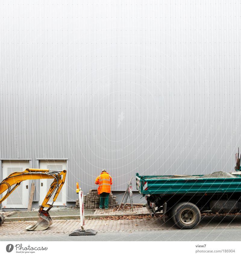 Konjunkturpaket Handwerker Baustelle Werkzeug Maschine maskulin Mann Erwachsene 1 Mensch Mauer Wand Fassade Verkehr Straße Lastwagen Stein Beton Metall Linie