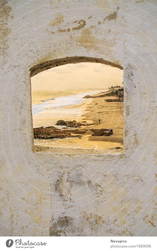 Cape Coast Castle I Freude Ferien & Urlaub & Reisen Tourismus Ausflug Abenteuer Ferne Sommer Sommerurlaub Sonne Sonnenbad Strand Meer Mensch Landschaft Wellen