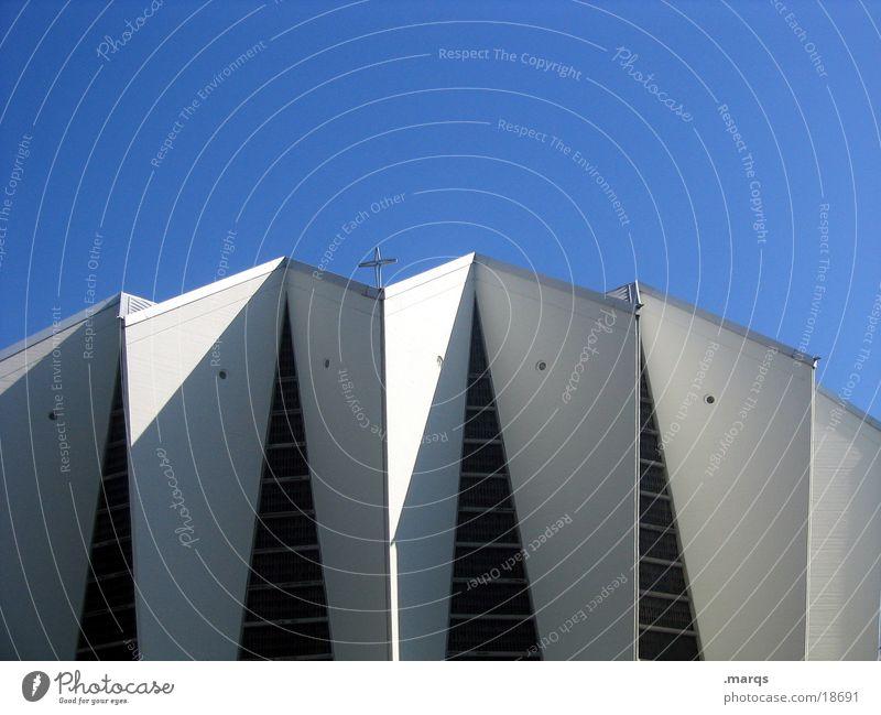 Kirche Himmel weiß blau Wand Religion & Glaube Rücken modern Ecke Gott Götter Gotteshäuser