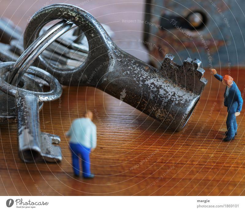Miniwelten - Welcher Schlüssel passt? II Handwerker Arbeitsplatz Dienstleistungsgewerbe Mensch maskulin Mann Erwachsene 2 blau braun Sicherheit
