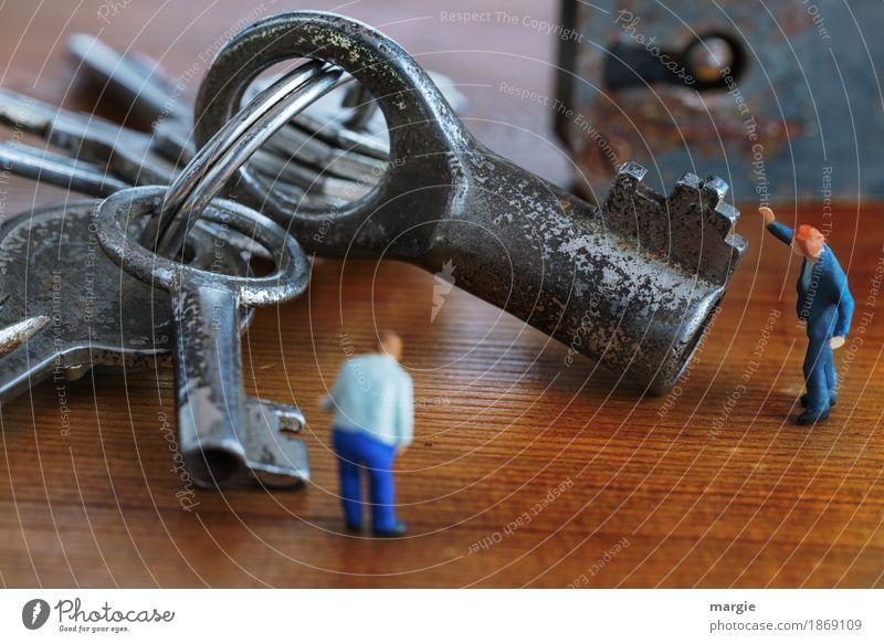 Miniwelten - Welcher Schlüssel passt? Mensch Mann blau Erwachsene braun maskulin silber