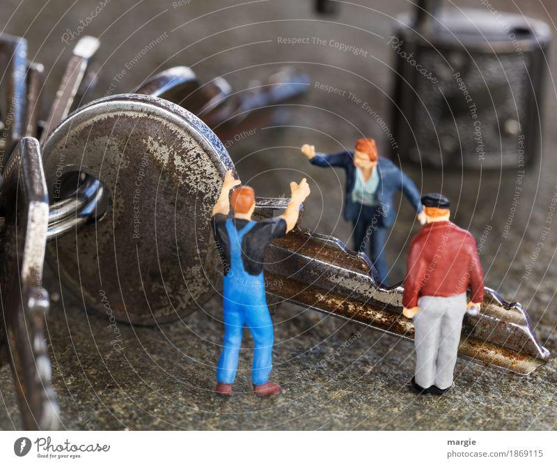 Miniwelten - Falscher Schlüssel Arbeit & Erwerbstätigkeit Handwerker Arbeitsplatz sprechen Team Mensch maskulin 3 blau grau Diskussionsrunde Schloss