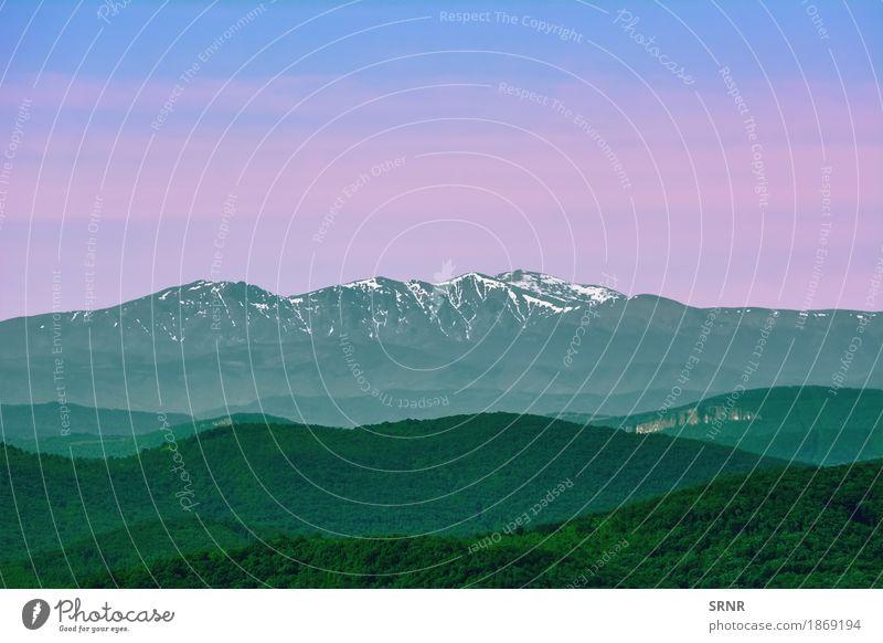 Berge hinter den Hügeln Berge u. Gebirge Umwelt Natur Landschaft Wald Schneebedeckte Gipfel Bulgarien Veliko Tarnovo Ökosystem Europa Hügelflanke Highlands