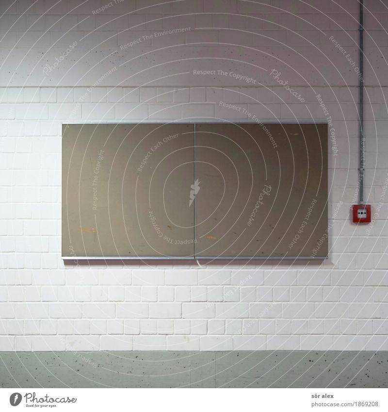 Notfallplan weiß rot Wand Mauer Kommunizieren Schutz Information Sicherheit Kontakt Tafel Aushang Alarm Brandschutz Schwarzes Brett Notruf