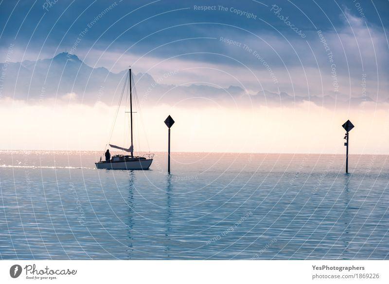 Bootssegeln auf einem See Natur Ferien & Urlaub & Reisen Mann blau Sommer Wasser Landschaft Erholung Einsamkeit Berge u. Gebirge Erwachsene Freiheit Deutschland
