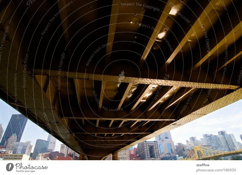 etwas unterbrücken Pittsburgh USA Stadtzentrum Skyline Brücke Farbfoto Außenaufnahme Froschperspektive Panorama (Aussicht) Weitwinkel