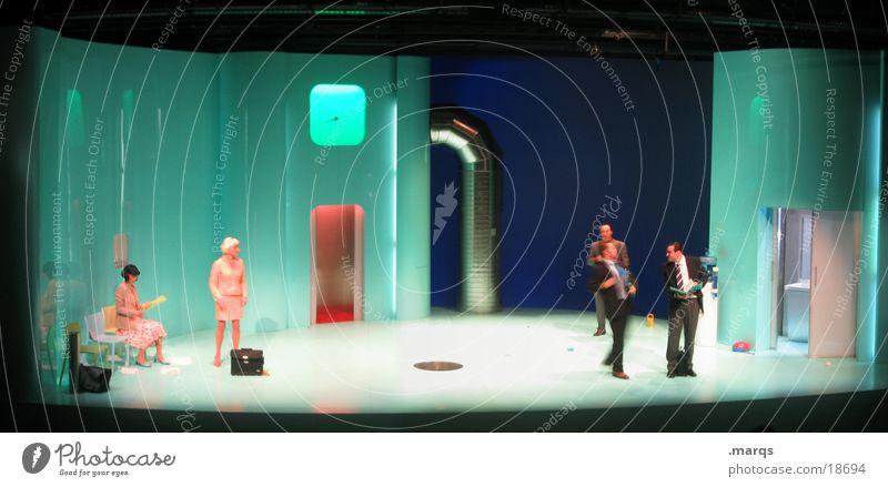 So ein Theater Bühne Kulisse Panorama (Aussicht) grün weiß Show Schauspieler Anzug Smoking Beruf Arbeit & Erwerbstätigkeit Unternehmen Mitarbeiter sprechen