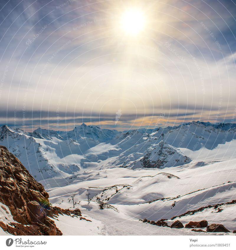 Blaue Berge Snowy in den Wolken bei Sonnenuntergang Ferien & Urlaub & Reisen Tourismus Abenteuer Winter Schnee Winterurlaub Berge u. Gebirge Klettern