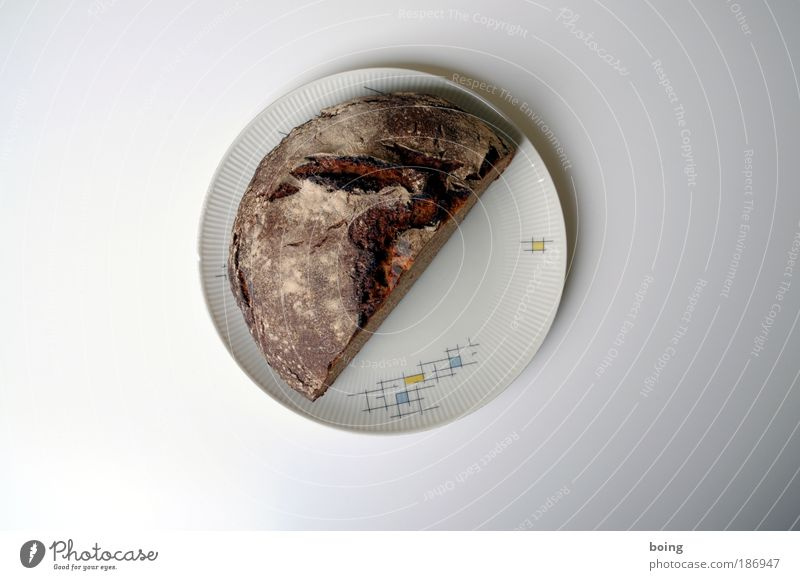 Laibkuchen Ernährung Lebensmittel Häusliches Leben Küche Appetit & Hunger Brot Handwerk Teller Abendessen Hälfte sparsam Mehl Kruste Gastfreundschaft