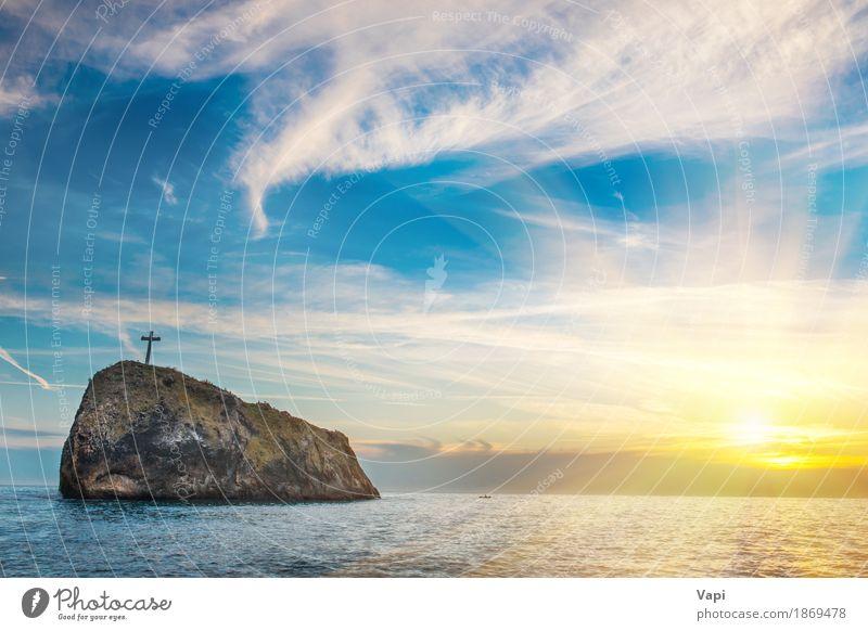Sonnenuntergang am Strand mit Meer, Felsen und dramatischen Himmel Natur Ferien & Urlaub & Reisen blau Farbe Sommer Wasser weiß Landschaft rot Wolken schwarz