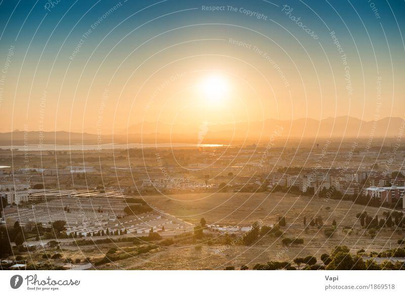 Sonnenuntergang über europäischer Stadt Himmel Natur Ferien & Urlaub & Reisen blau Farbe Sommer weiß Landschaft rot Wolken Haus schwarz Straße Umwelt