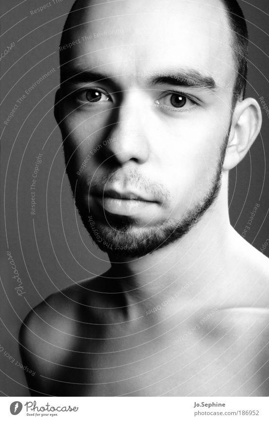 pure maskulin Junger Mann Jugendliche 1 Mensch 18-30 Jahre Erwachsene natürlich Reinheit rein ruhig schön Bart Schwarzweißfoto Studioaufnahme