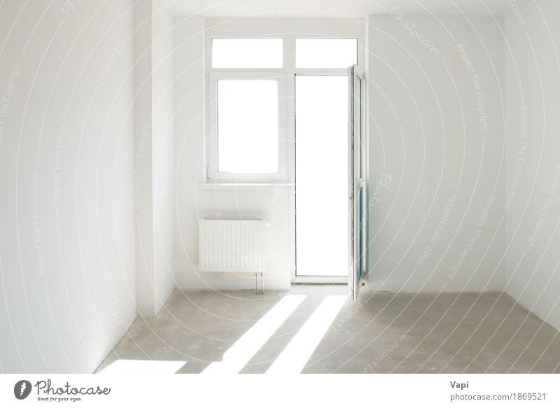 Weißer Raum mit Tür und Fenster Stil Design Wohnung Haus Innenarchitektur Wohnzimmer Sonnenlicht Gebäude Architektur Mauer Wand Beton modern neu Sauberkeit