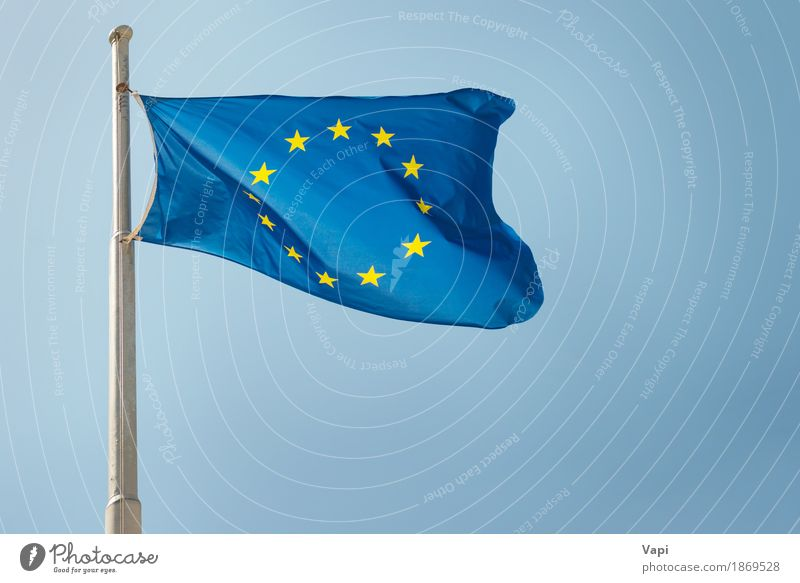 Waving EU-Flagge der Europäischen Union Himmel blau weiß gelb Freiheit Wind Europa historisch Symbole & Metaphern Zusammenhalt Stoff Fahne Wolkenloser Himmel