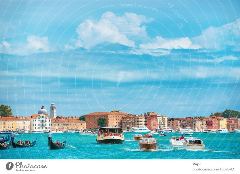 Canal Grande in Venedig Ferien & Urlaub & Reisen Tourismus Ausflug Städtereise Kreuzfahrt Sommer Sommerurlaub Insel Wellen Haus Menschengruppe Landschaft Wasser