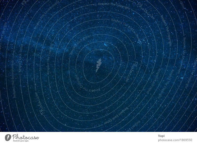 Blauer dunkler nächtlicher Himmel mit vielen Sternen Tapete Natur Landschaft Wolken Nachthimmel dunkel hell blau schwarz weiß Farbe Idylle rein Raum