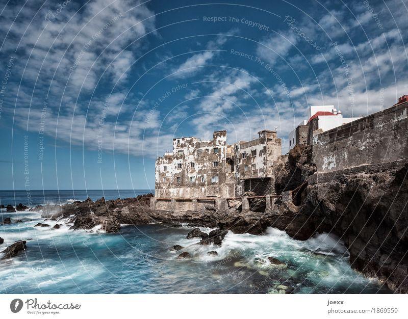 Vintage Wasser Himmel Wolken Sommer Schönes Wetter Felsen Wellen Küste Meer Spanien Altstadt Haus Mauer Wand Fassade alt historisch kaputt maritim retro blau