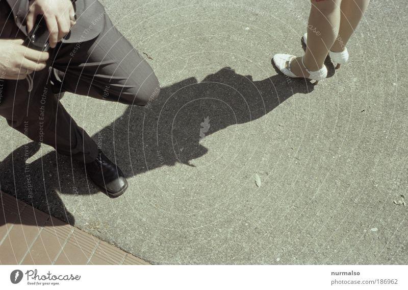 Papparazzi Mensch Hand schön Sommer feminin Bewegung Beine Fuß Paar Familie & Verwandtschaft Feste & Feiern Kunst blond Schuhe maskulin Erfolg