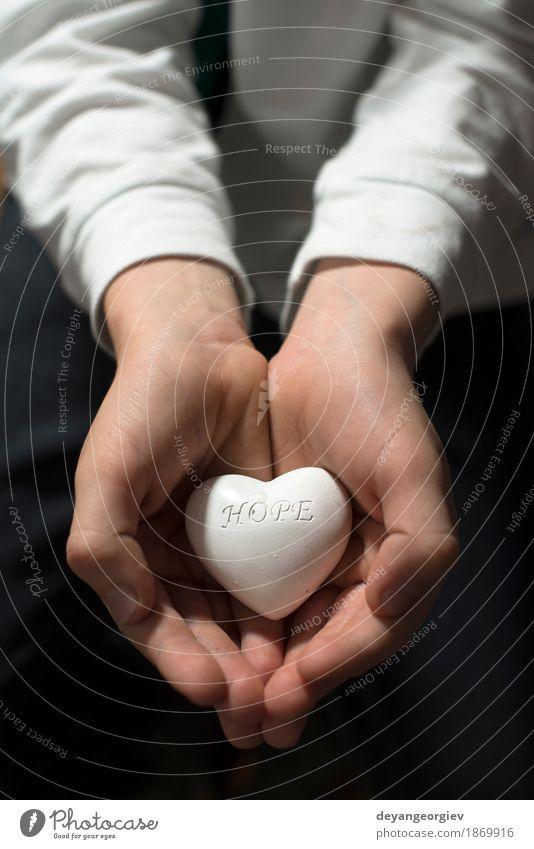 Kindergriff im Handherz. Text hoffe. Leben Gefühle Arme Herz Hoffnung Symbole & Metaphern Frieden Leidenschaft Erwartung Entwurf Halt geben Almosen