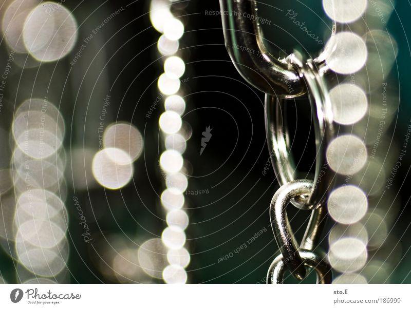 glam Accessoire Schmuck Ring Kette Dekoration & Verzierung Kitsch Krimskrams Metall Stahl Knoten glänzend hängen leuchten rund schön Ordnungsliebe eitel Design