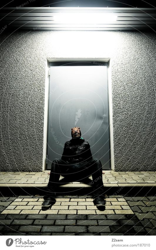 katzenjammer dunkel Kunst sitzen außergewöhnlich stehen einzigartig einzeln Maske trashig Stil Surrealismus Identität unheimlich beängstigend 1 Mensch
