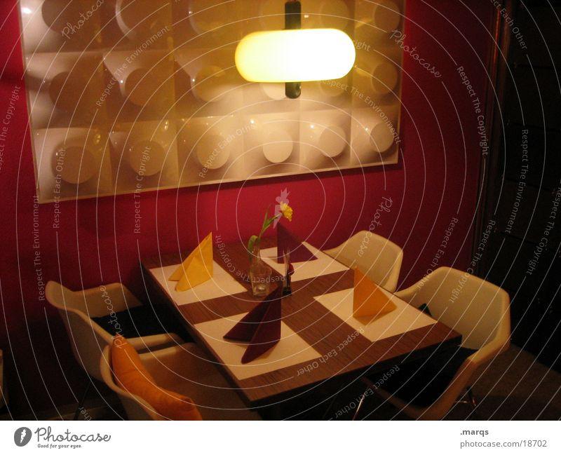Die Sitzecke weiß rot Ernährung Lampe Wand Tisch retro Stuhl Dekoration & Verzierung Gastronomie gemütlich Siebziger Jahre
