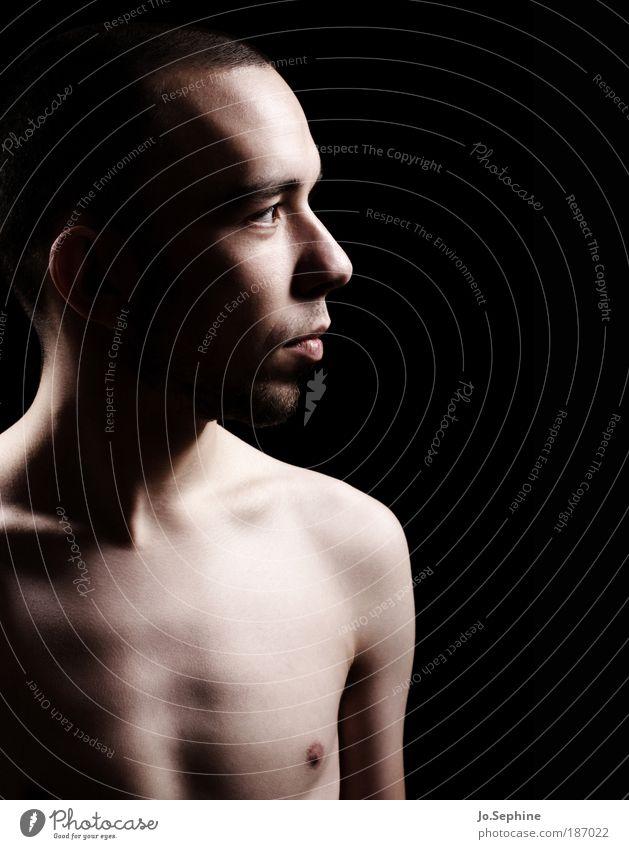 heart and soul maskulin Junger Mann Jugendliche 1 Mensch 18-30 Jahre Erwachsene Denken nackt schwarz Entschlossenheit Kraft Stolz Lichtstimmung Farbfoto