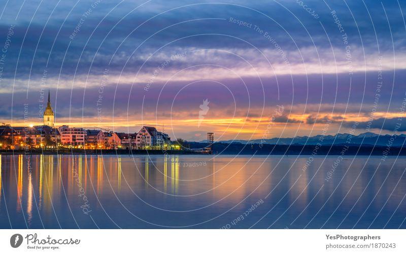 Sonnenaufgang über einer Stadt und einem See Ferien & Urlaub & Reisen Sommer Natur Landschaft Himmel Horizont Sonnenuntergang Küste Skyline träumen blau
