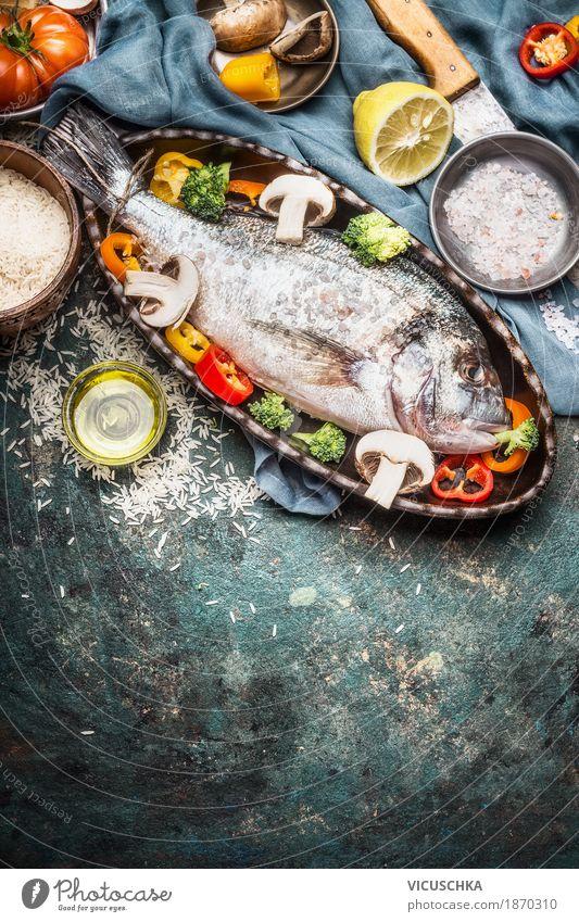 Dorado Fisch und Gemüse in Backform Lebensmittel Kräuter & Gewürze Ernährung Mittagessen Abendessen Büffet Brunch Festessen Bioprodukte Diät Geschirr Messer