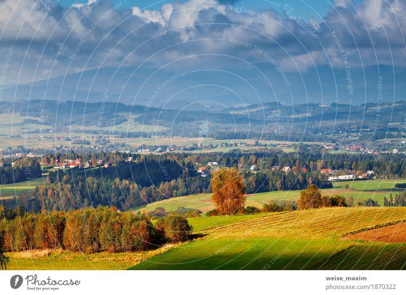 Himmel Natur Ferien & Urlaub & Reisen blau Sommer grün Baum Landschaft Wolken Haus Ferne Wald Berge u. Gebirge Umwelt gelb Herbst