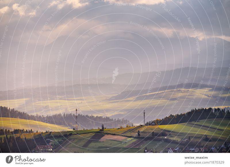 Himmel Natur Ferien & Urlaub & Reisen blau Sommer grün Baum Landschaft Wolken Haus Ferne Wald Berge u. Gebirge Umwelt gelb Wege & Pfade