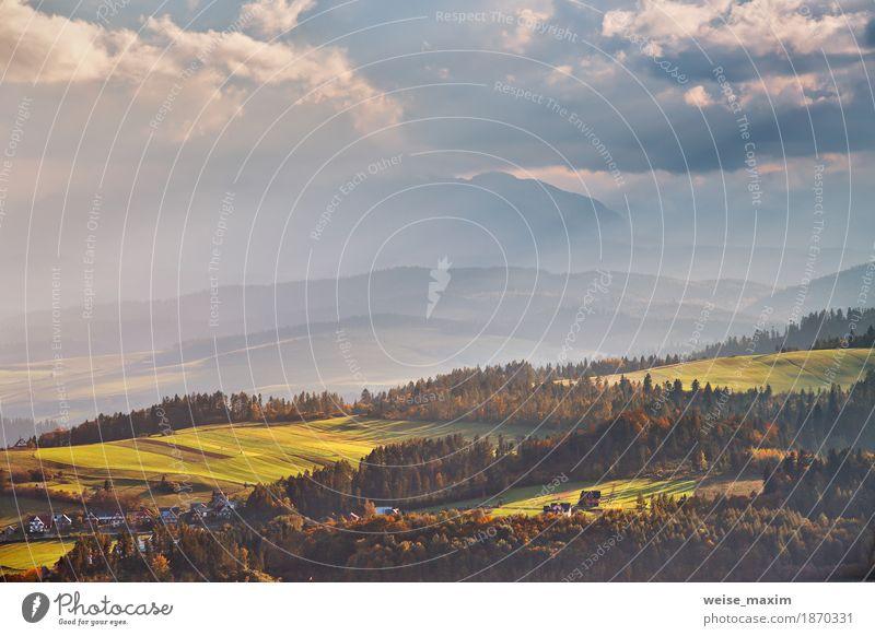 Polen Herbst Hügel. Sonniger Oktobertag Himmel Natur Ferien & Urlaub & Reisen Sommer grün Baum Landschaft Wolken Haus Wald Berge u. Gebirge Umwelt gelb