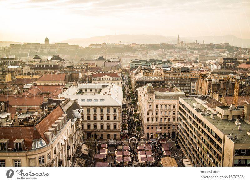 St Stephan Basilika Budapest Aussicht Stadt Hauptstadt Stadtzentrum Altstadt Fußgängerzone Skyline bevölkert Haus Kirche Dom Bauwerk Gebäude gelb gold Ungarn