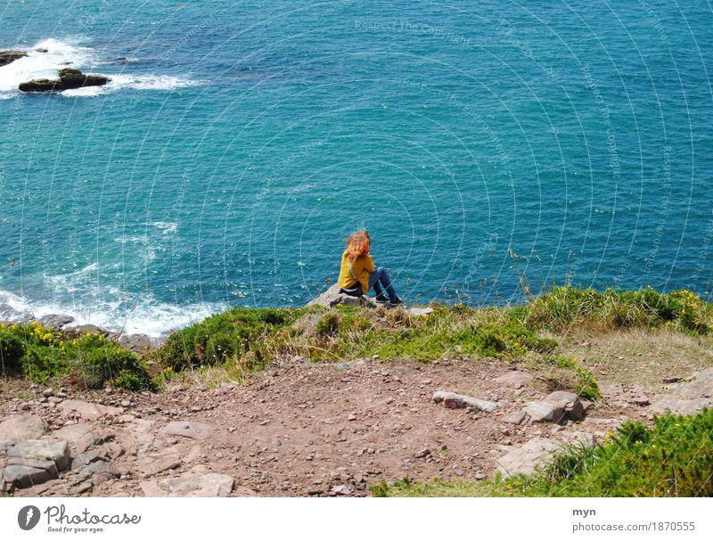 Cap Fréhel Ferien & Urlaub & Reisen Tourismus Ausflug Abenteuer Sommer Meer Frau Erwachsene Natur Landschaft Wasser Wind Wellen Küste Atlantik rothaarig Denken