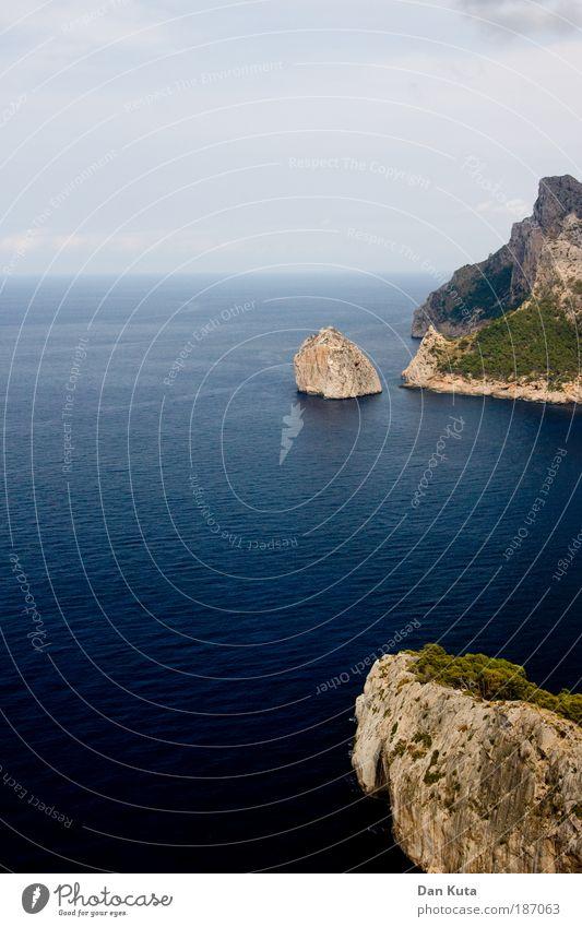 Eisberg-Imitationen Landschaft Urelemente Wasser Sommer Berge u. Gebirge Cap Formentor Küste Meer Mittelmeer Insel Mallorca Klippe beobachten Erholung fallen