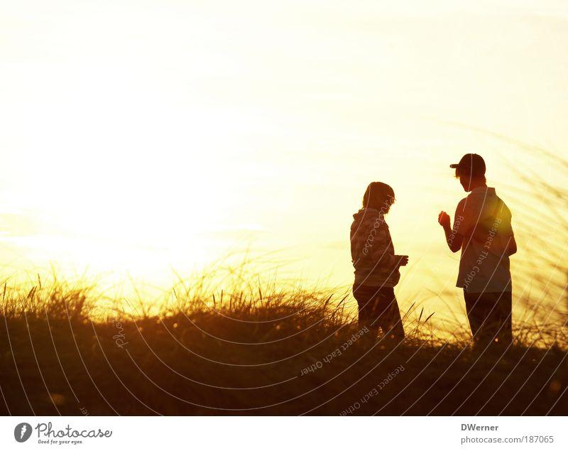 Sonnenkinder II Mensch Himmel Jugendliche schön Ferien & Urlaub & Reisen Sonne Sommer Strand Ferne gelb sprechen Gefühle Freiheit Gras Glück Horizont